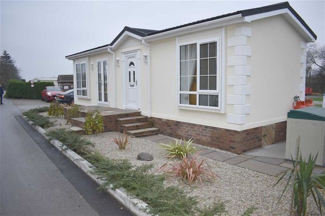 Thumbnail Mobile/park home for sale in Sandholme Lane, Leven, Beverley