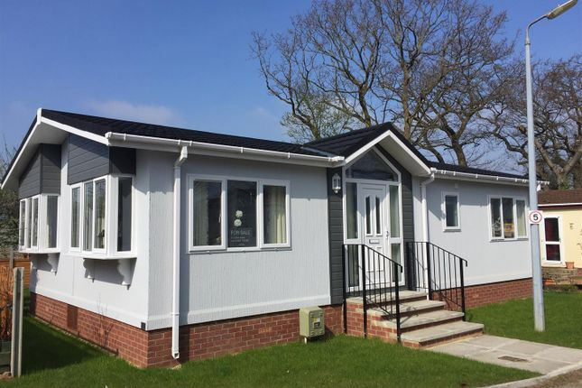 Thumbnail Mobile Park Home For Sale In Sacketts Grove Caravan Jaywick Lane