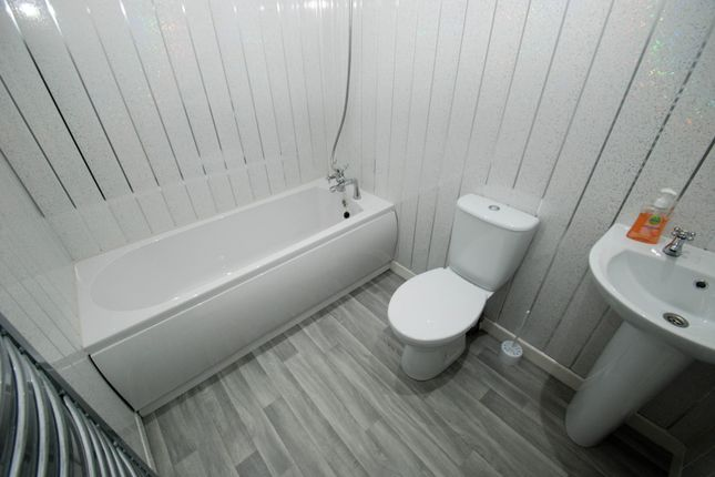 Bathroom of Collingwood Street, South Shields NE33