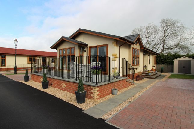 Thumbnail Mobile/park home for sale in Leven Park, Gairneybridge, Kinross