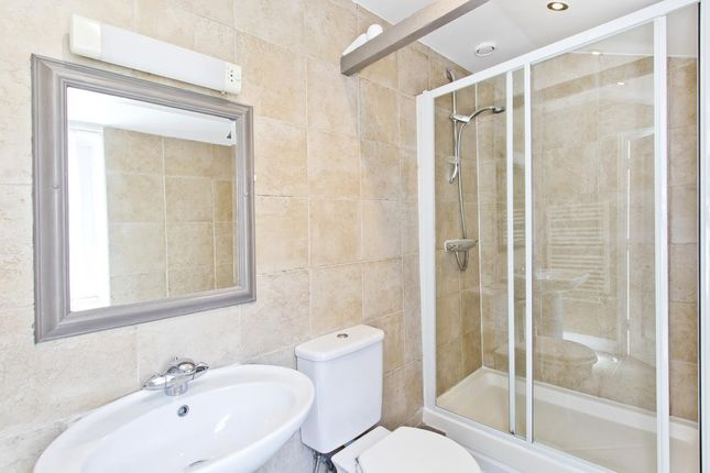 Shower of 5 Golden Square, Tenterden, Kent TN30