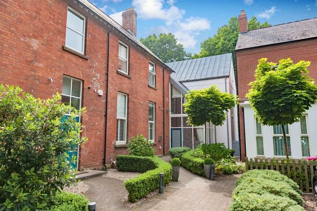 Thumbnail Town house to rent in 46, Castlehill Road, Belfast