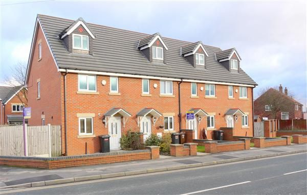 Town house to rent in Westleigh Lane, Leigh