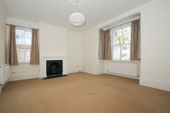 Thumbnail Flat to rent in Feltham Avenue, East Molesey