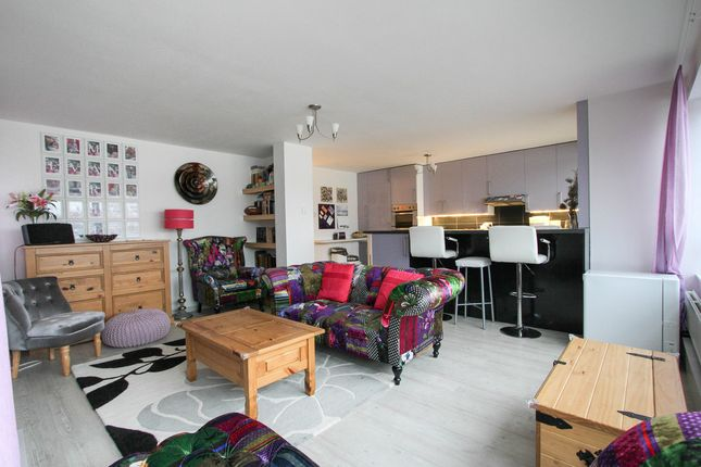 Thumbnail Flat for sale in Eaton Road, Hove