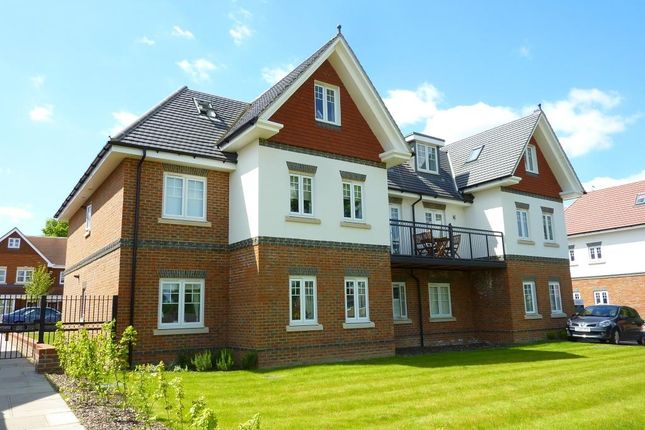 Thumbnail Flat for sale in Magnolia Drive, Banstead