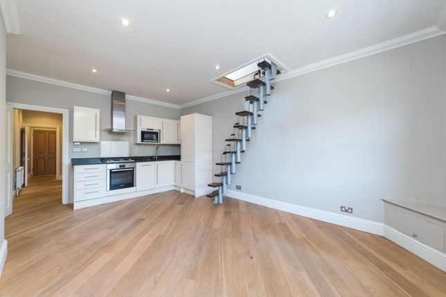 1 bed flat to rent in High Street, Esher
