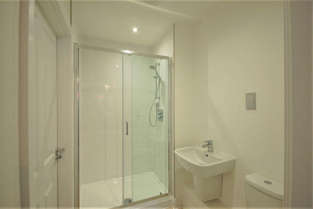 En-Suite of Rainbird Place, Coxtie Green Road, Brentwood CM14