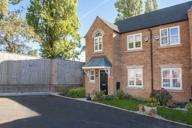 Thumbnail Terraced house for sale in Peak Place, Hyde