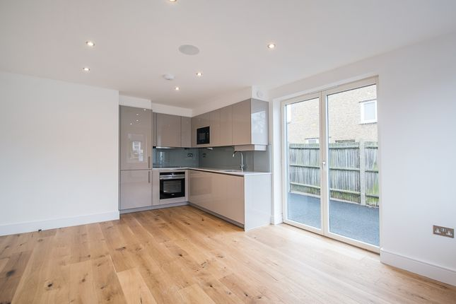 Thumbnail Flat to rent in Verulam House, Luton Road, Harpenden