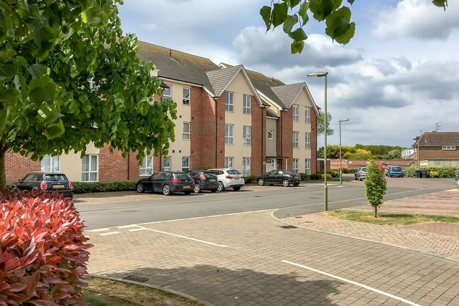 Thumbnail Flat for sale in Harrow Close, Addlestone