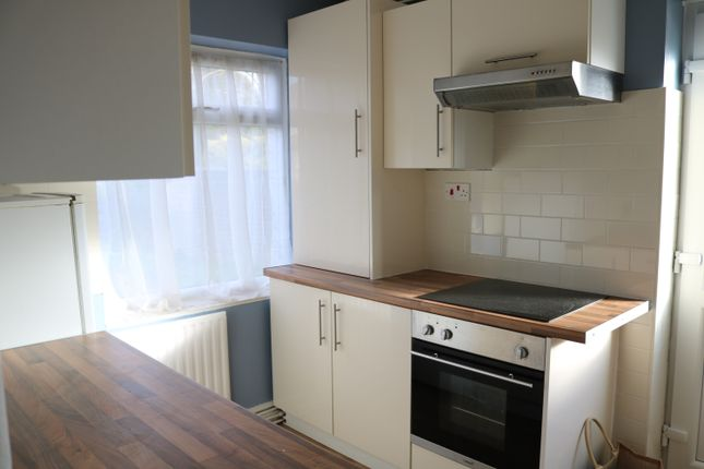 Thumbnail Maisonette to rent in Shelley Close, Hayes