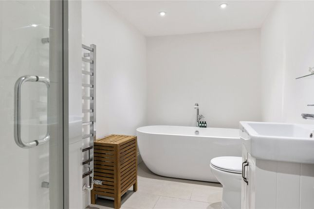 Bathroom of Highbury Place, Highbury, London N5
