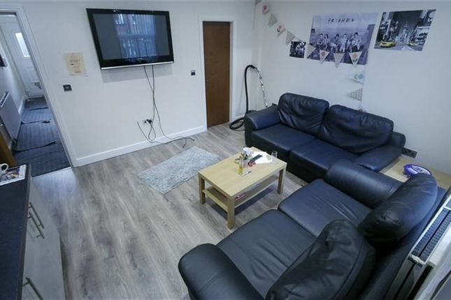 Thumbnail Property to rent in Hessle Mount, Hyde Park, Leeds