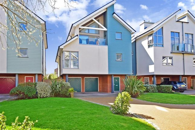 Thumbnail Detached house for sale in Moncrieff Gardens, Hythe, Kent