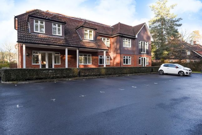Thumbnail Flat to rent in Nine Mile Ride, Wokingham