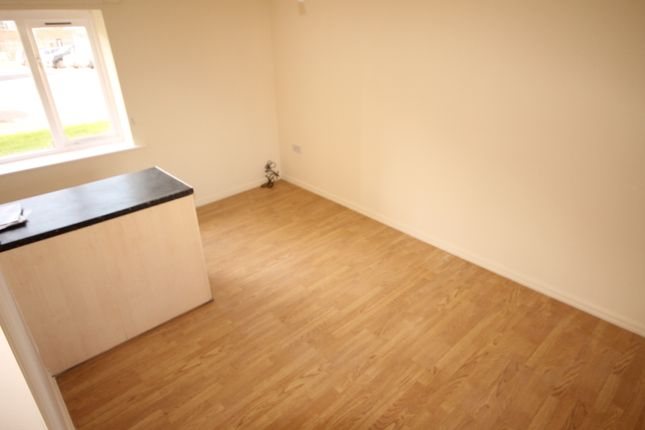 Thumbnail Flat to rent in Gilstead House, Kingsdale Court, Leeds