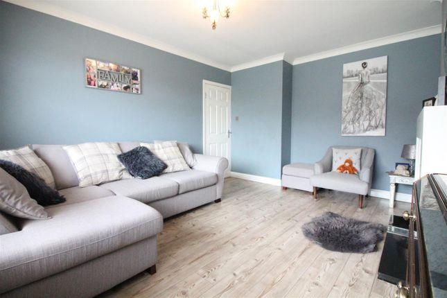 Living Room of Dawnay Road, Bilton, Hull HU11