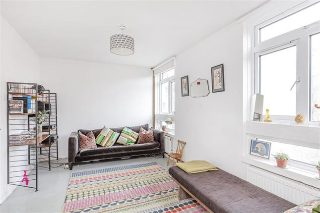 Thumbnail Maisonette for sale in Ravenscroft Street, London