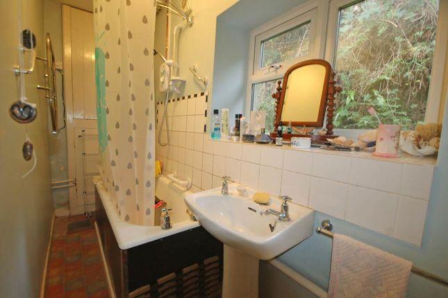 Bathroom of Pontllolwyn, Llanfarian, Aberystwyth SY23