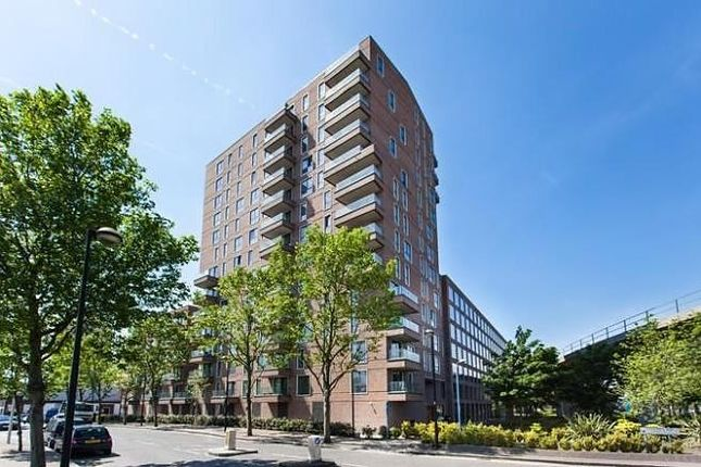 Thumbnail Flat to rent in Agnes George Walk, London