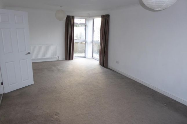 2 bed flat to rent in Cumberland Place, Sunbury-On-Thames TW16