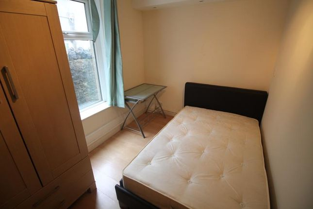 Thumbnail Shared accommodation to rent in West Grove, Roath, Cardiff