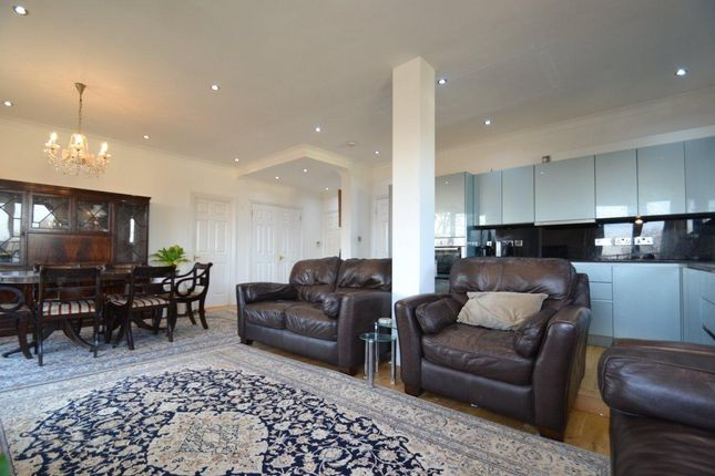 Thumbnail Flat to rent in Bourne Place, Chiswick