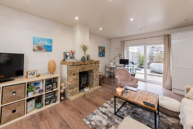 Thumbnail Terraced house for sale in Archway Road, Highgate