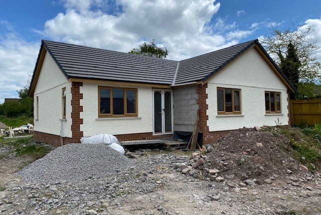 Thumbnail Bungalow for sale in Carreg Sawdde, Llangadog