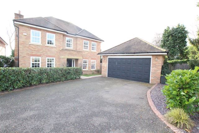 Thumbnail Detached house for sale in Spruce Place, East Grinstead, West Sussex