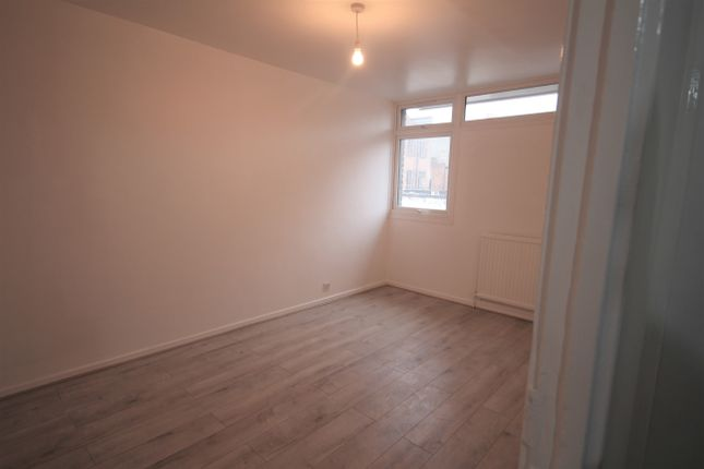 Thumbnail Terraced house to rent in Birch Close, Peckham