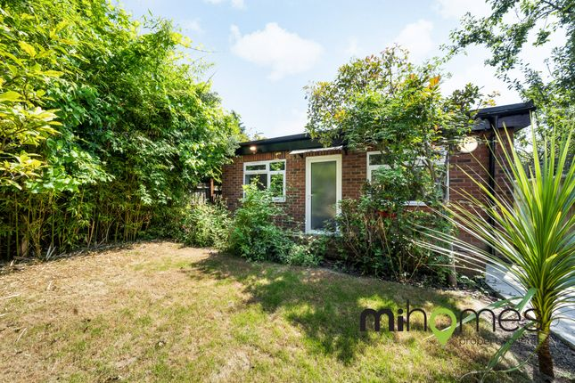 Thumbnail Detached bungalow to rent in Durnsford Road, Bounds Green