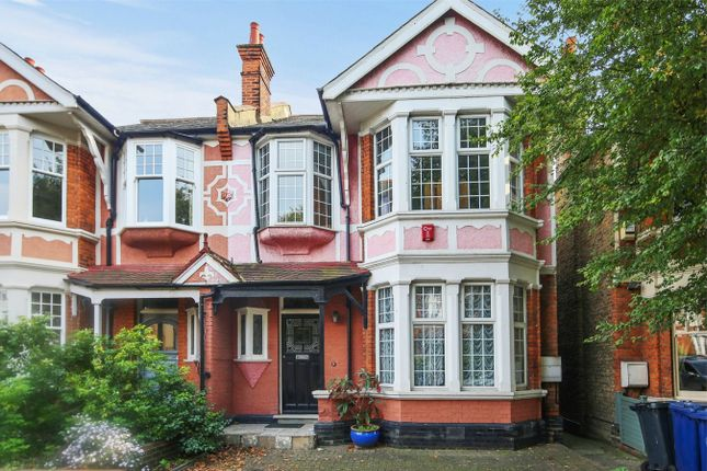 4 bed semi-detached house to rent in Green Vale, London