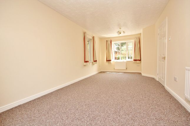 Thumbnail Property to rent in Foxglove Road, Rush Green
