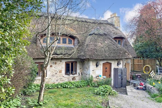 Thumbnail Cottage for sale in Carisbrooke High Street, Carisbrooke, Newport, Isle Of Wight