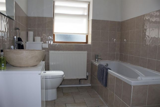 Cottage Bathroom of St. Andrews Major, Dinas Powys CF64