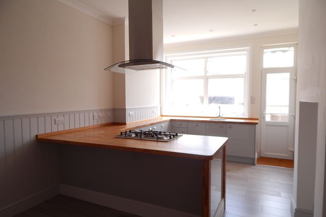 Thumbnail Flat to rent in Hardwick Road, Eastbourne