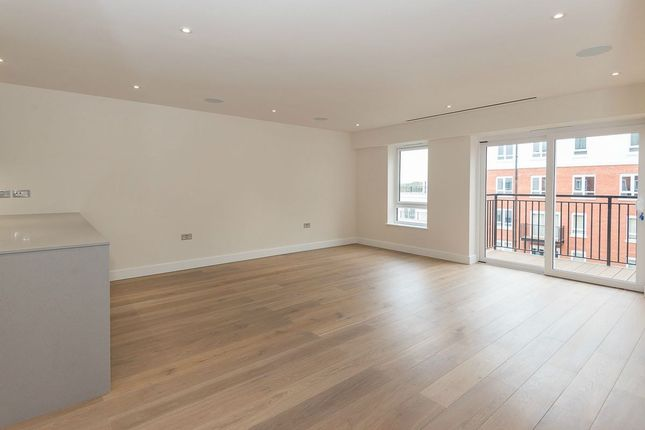 Flat for sale in Goldhawk House, Beaufort Square, London