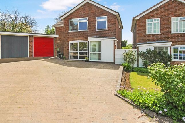 Thumbnail Detached house for sale in Hazlemere View, Hazlemere, High Wycombe