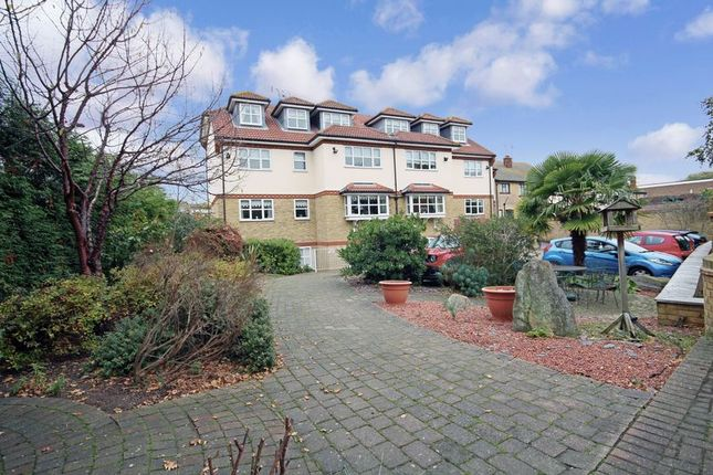 Thumbnail Flat for sale in Clyst Court, Leigh-On-Sea