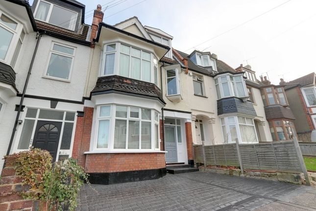 1 bed flat for sale in Oakleigh Park Drive, Leigh-On-Sea