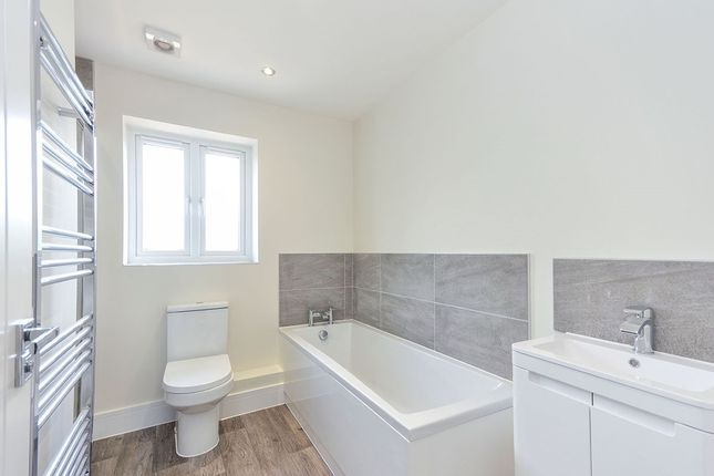 Family Bathroom of Robins Close, Lenham, Maidstone, Kent ME17