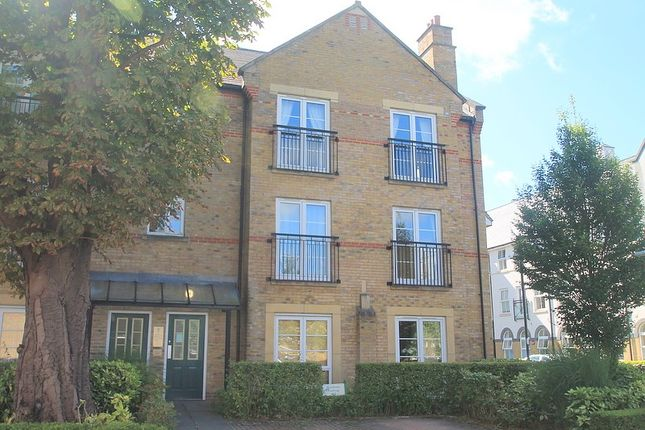 Thumbnail Flat to rent in Alexander Crescent, Caterham