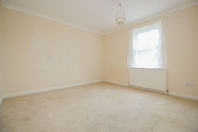 Bedroom Two of Ashburnham Road, Bedford MK40