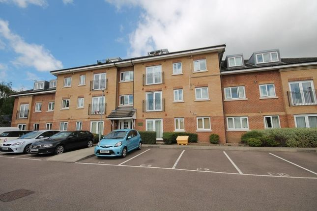 Thumbnail Flat to rent in Chalkdell House, Watford