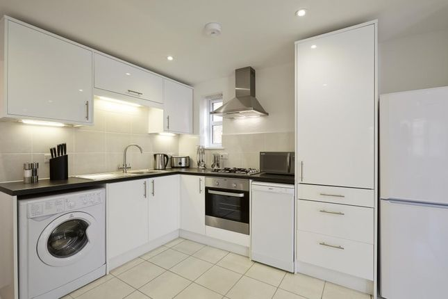 Thumbnail Flat to rent in Bridge Avenue, Maidenhead