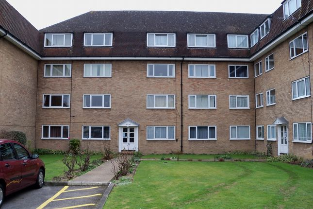 Flat for sale in Linden Grove, New Malden