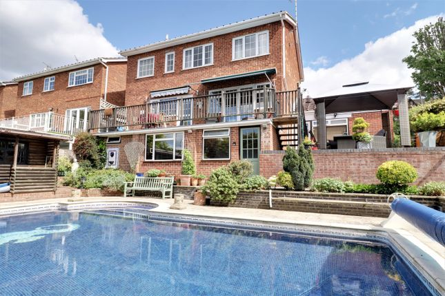 Thumbnail Detached house for sale in Rhoda Road North, Benfleet