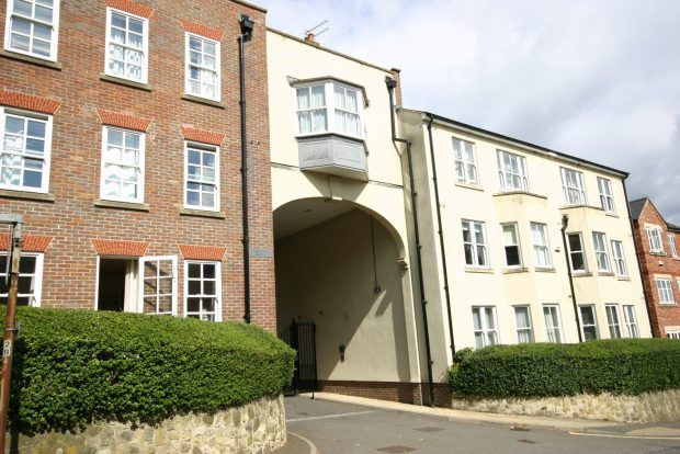 Thumbnail Flat to rent in Chartergate, Haywards Heath